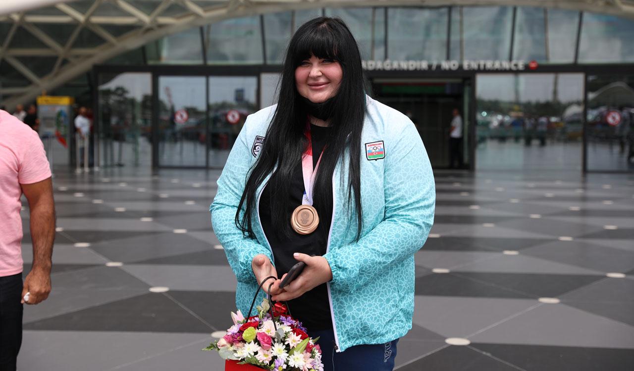 Olimpiadanın bürünc medalçısı Vətənə döndü -